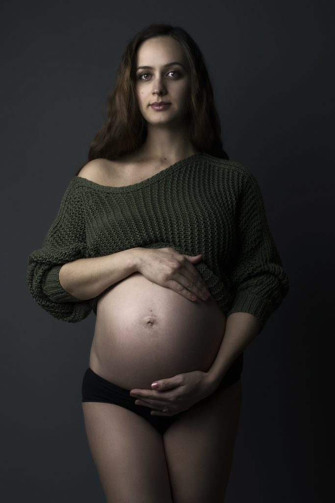Maternity photographer in Bournemouth and Poole