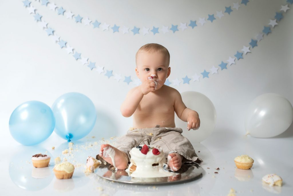 cake smash and sitter sessions in Poole and Bournemouth. Sitter session in the basket